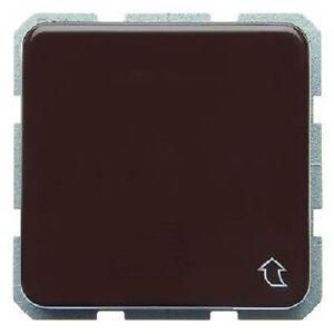 BERKER-471501-Schuko-Steckdose-Klappdeckel-uP-IP44-wassergeschuetzt-braun