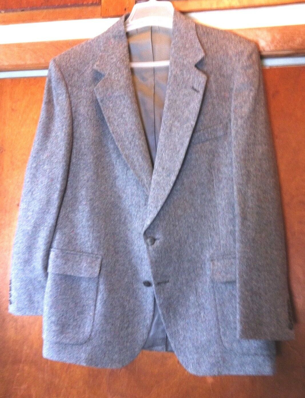100% Wool Strathmore Tweed Men's Sport Coat made in USA...Size 46..Fully Lined