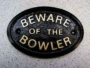 BOWLER-BEWARE-HOUSE-DOOR-PLAQUE-SIGN-GARDEN-GREEN-WHITE