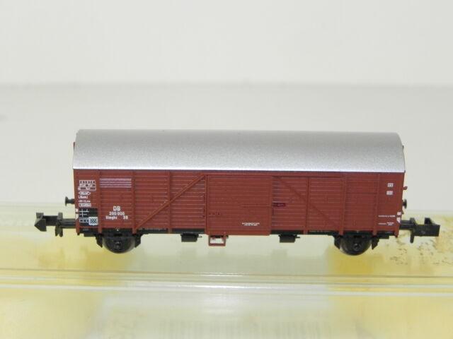 Minitrix gedeckter Güterwagen