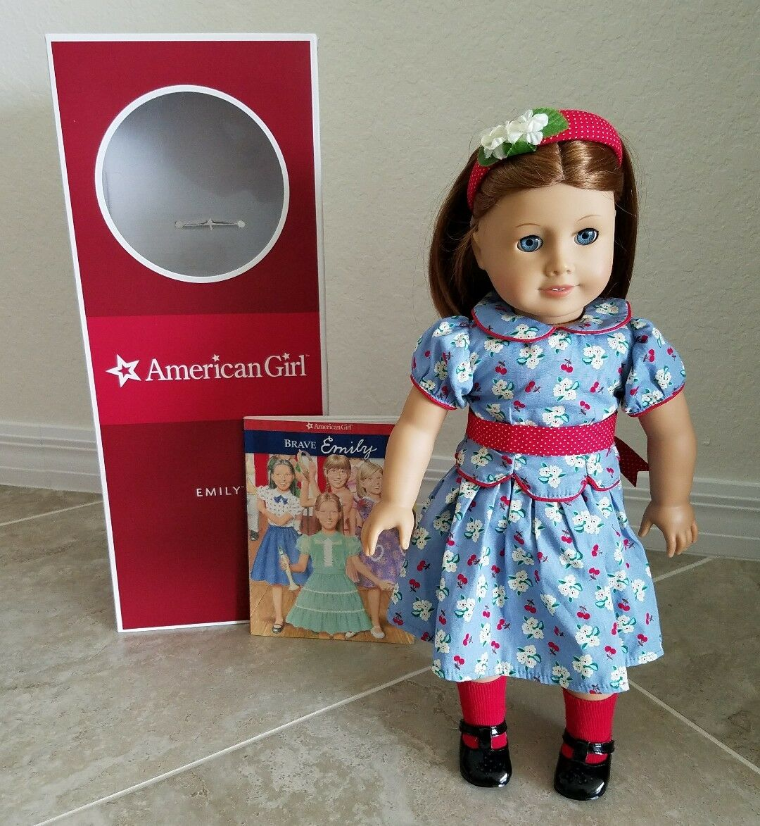 EUC Rare American Girl Doll Pleasent Company Emilly Bennet in box with book