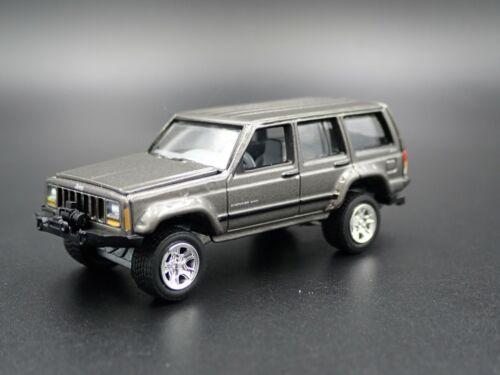 1984-2001 Jeep Cherokee XJ Sport 4 Tür W Hitch 1:64 Skala-Modelle Modellauto