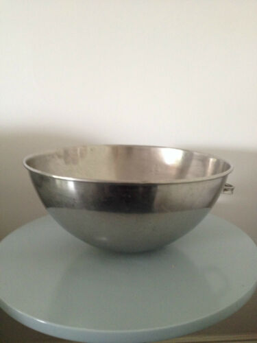 STAINLESS STEEL RESTAURANT MIXING BOWL WITH 1 HANDLE DIAMETER 330mm DEPTH 150mm