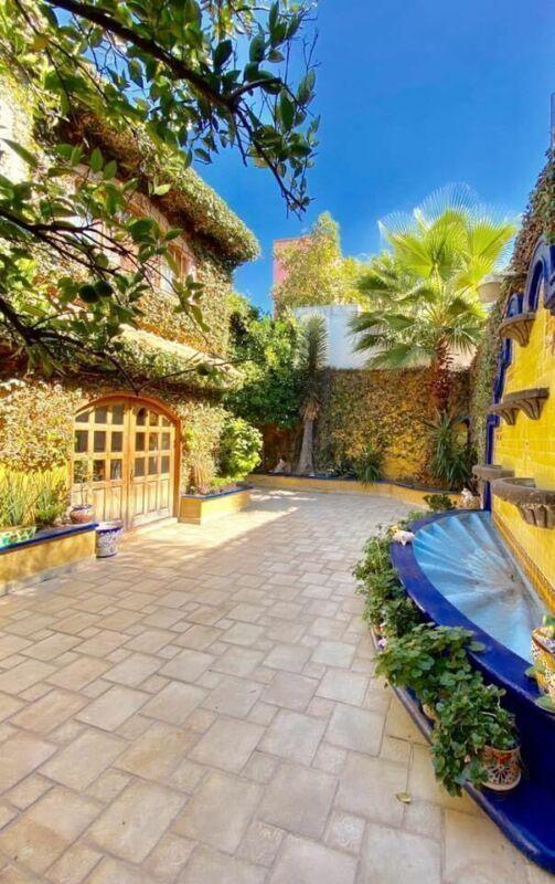 Casa Rústica en venta en Colinas del Parque 6 recs, 6.5 baños, cochera p3