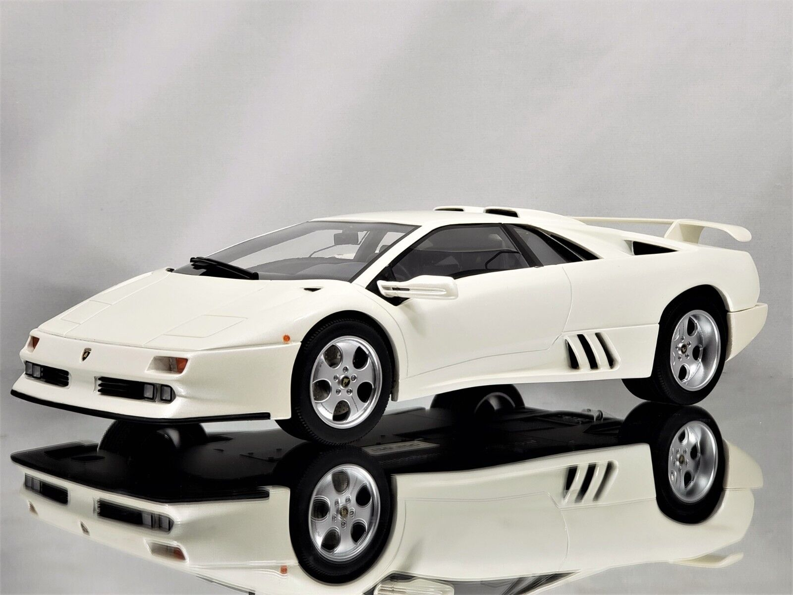 GT anda   Kyosho Lamborghini Diablo Jota SE30 vit hkonsts modellllerler Bil 1 18
