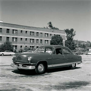 Kaiser-Traveler-1951-model-OLD-CAR-ROAD-TEST-PHOTO-18