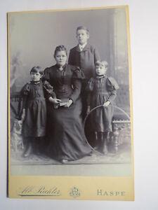 Haspe-Frau-mit-Buch-amp-3-Kinder-Junge-Maedchen-Reifen-Kulisse-KAB