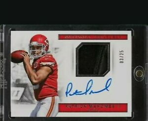 2017-National-Treasures-Gloves-Patrick-Mahomes-II-ROOKIE-RC-PATCH-AUTO-25