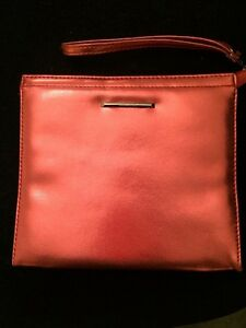 Ladies-Faux-Leather-Metallic-Pink-Clinique-Make-Up-Bag-Zip-Up-Toiletry-Purse