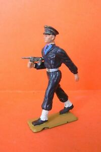 STARLUX-L-039-AVIATION-SOLDAT-AVIATEUR-AVEC-P-M-AU-DEFILE