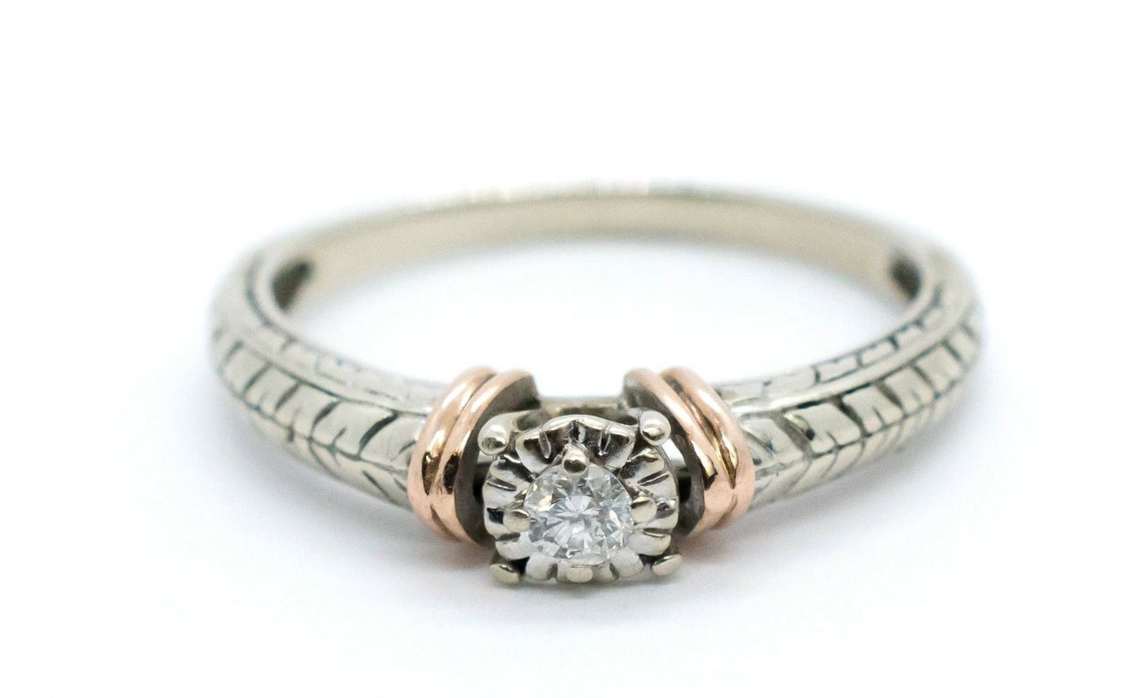 (MA5) Ladies 10K 2 Tone gold  Diamond Solitaire Ring .07 ctw 2.1 Grams Size 7