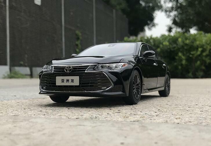 1  18 FAW concessionnaire TOYOTA Edition Alliage Modèle De Voiture Toyota Avalon Noir, Blanc  grosses économies