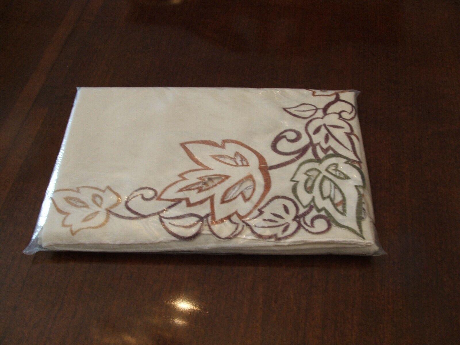 Neuf avec étiquettes 102  Taille Penny'S CHRIS MADDEN ivoire avec feuilles Nappe-NEUF dans emballage