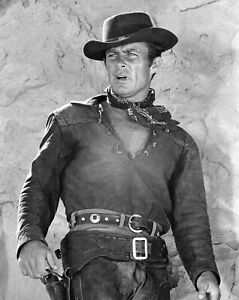 The Wild Wild West Robert Conrad B//W  8x10 Glossy Photo