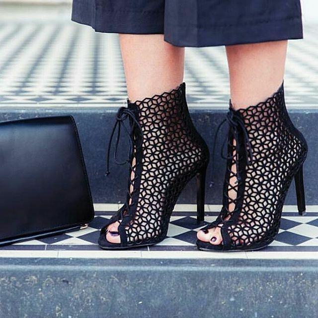 ZARA BLACK CUT OUT LEATHER HIGH HEEL SANDALS WITH LACES Ref. 2640/101 38/ 7.5/ 5