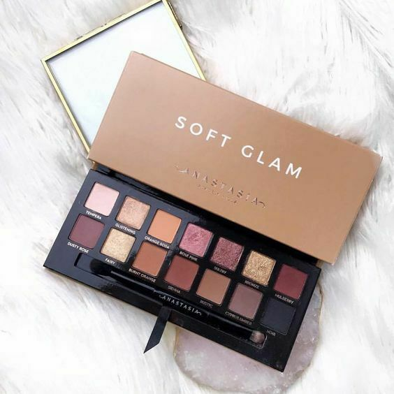 Soft Glam Palette Anastasia Beverly Hills: A Review - Life