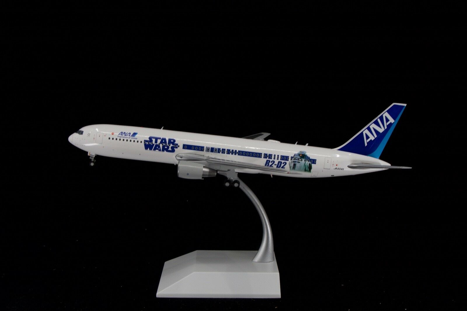 JC Wings 1 200 ANA 767-300 'Star Wars R2D2 BB8' JA604A