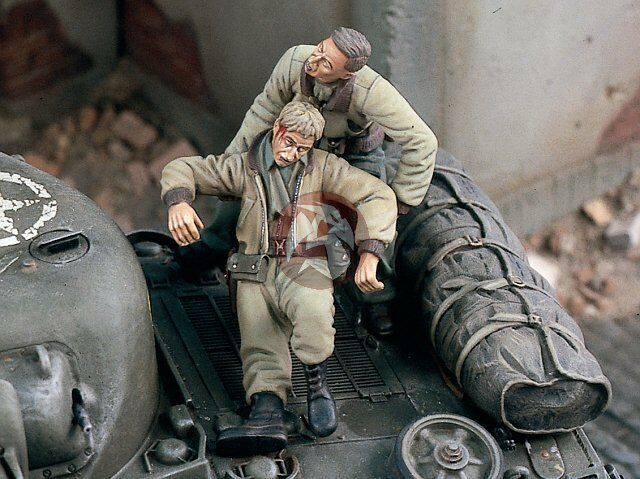Verlinden 1 35  The Rescue  US Tanker Saving his Wounded Crewman WWII 1813
