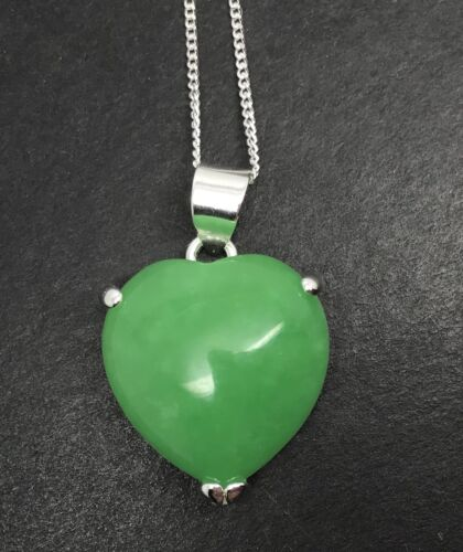 Green jade heart pendant necklace new gift box. solid Sterling silver
