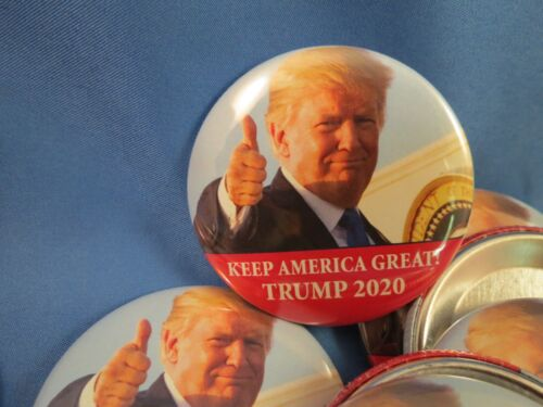 WHOLESALE LOT OF 22 KEEP AMERICA GREAT TRUMP 2020 THUMBS UP CAMPAIGN BUTTONS GOP