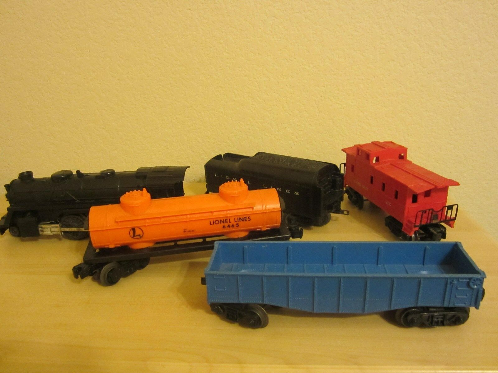 Lionel lot set 2-4-2 locomotive with tender, gondola tank car & caboose