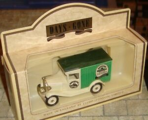 LLEDO-DAYS-GONE-1934-MODEL-A-FORD-VAN-ROBINSONS-HIGH-JUICE-SQUASHES