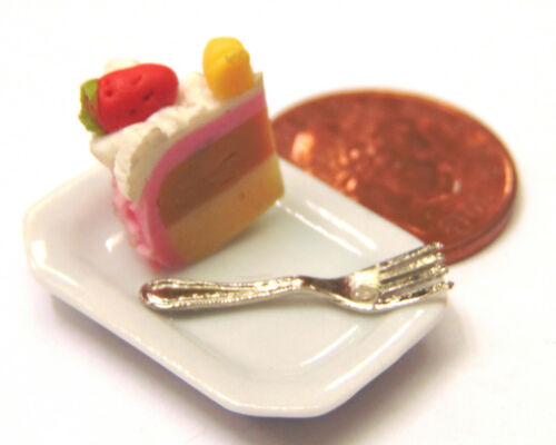 1:12 Scale Slice Of Cake /& Fork Loose On A Ceramic Plate Dolls House Tumdee SC31