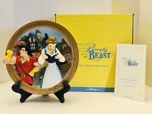 Disney-Beauty-And-The-Beast-LOST-IN-HER-DREAMS-Belle-amp-Gaston-3D-Plate