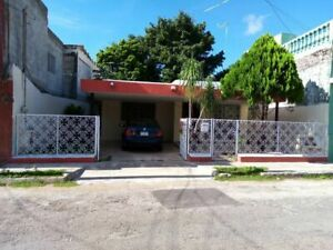 Casa en el centro, a solo una cuadra de la Ermita de Santa Isabel.