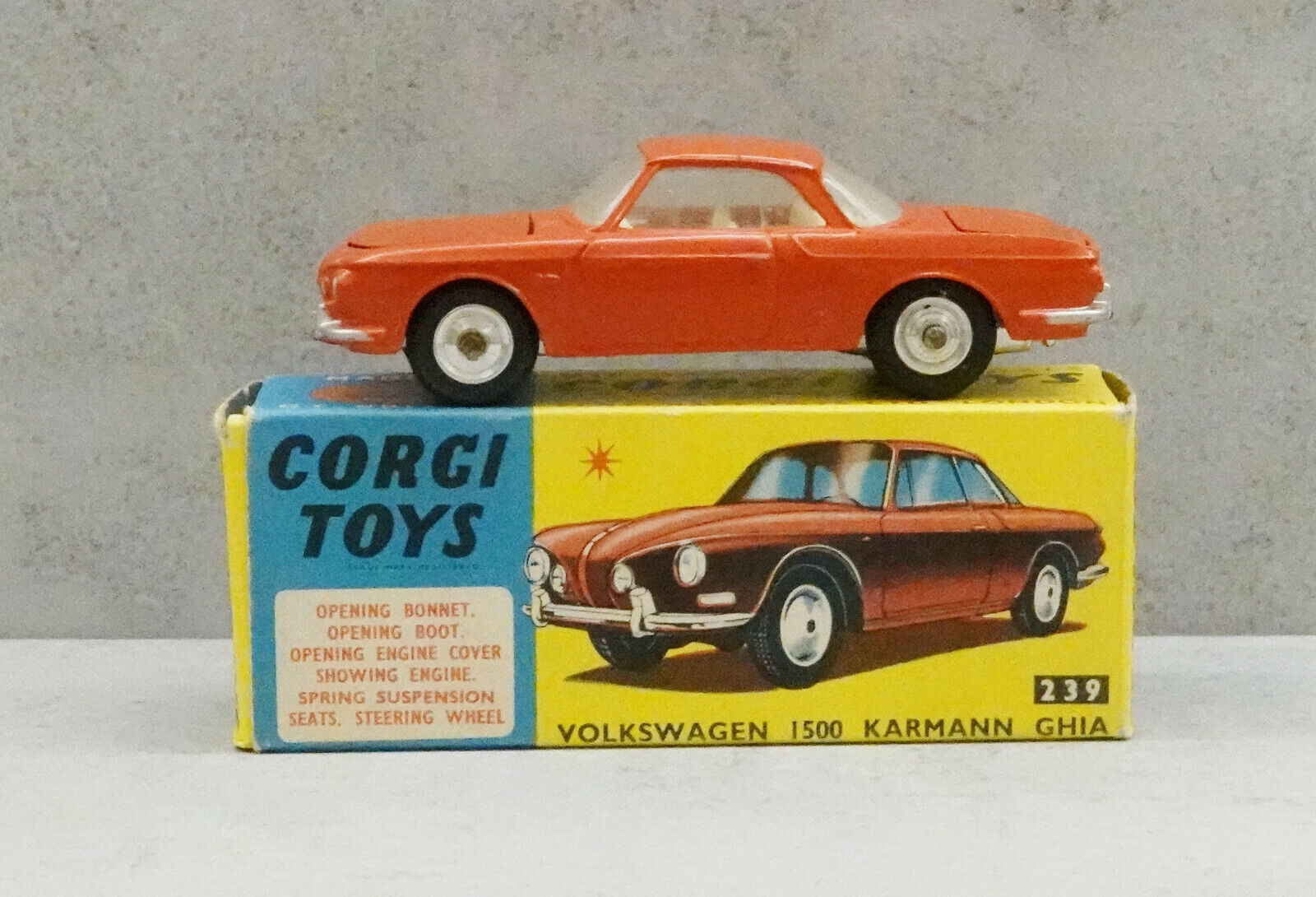 Corgi 239 Volkswagen 1500 Karmann Ghia rot Weiß Interior Near Mint Boxed