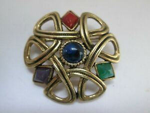 Vintage-Sold-039-Or-Gold-Tone-Celtic-Knot-Rhinestone-Celtic-Signed-Brooch-Pin