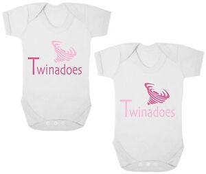Twinadoes New Twin Drôle Révélateurs/pousse/gilets/barboteuse Nouveau-né Cadeau, Baby Shower-s/vests/rompers Newborn Gift, Baby Shower Fr-fr Afficher Le Titre D'origine