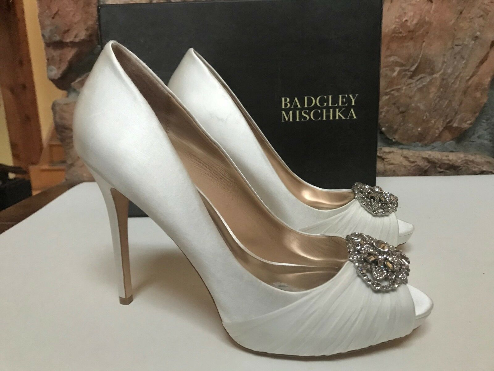 Badgley Mischka Women's Women's Women's Desi White Satin Pumps High Heel US 10 New f90e81