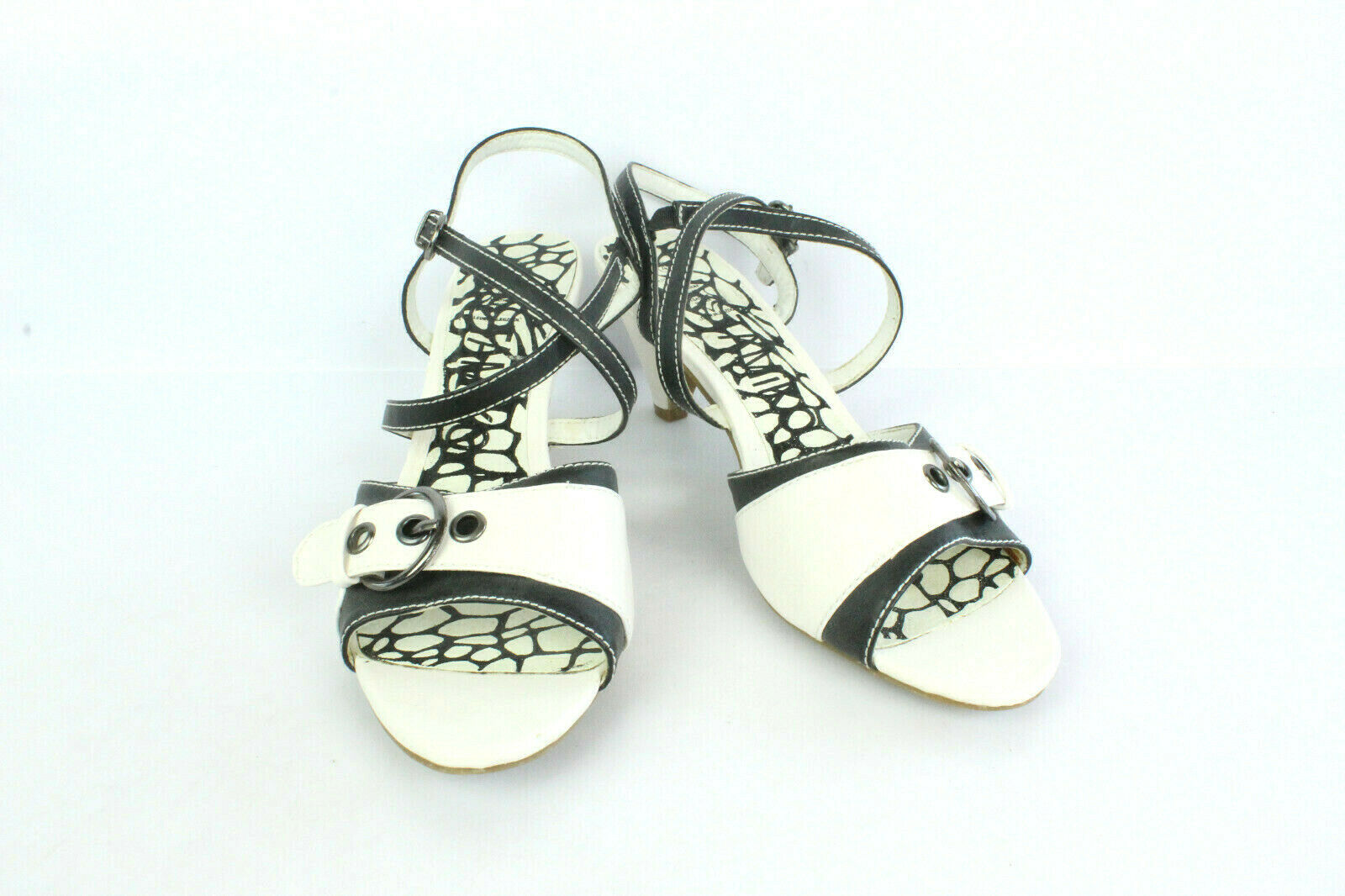 Escarpins TAMIKO Cuir white et black T 40   UK 6.5 TRES BON ETAT