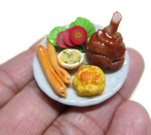 B Steak Salad /& Bread on Heart  Plates Dollhouse Miniatures 3.50 cm Food  Deco