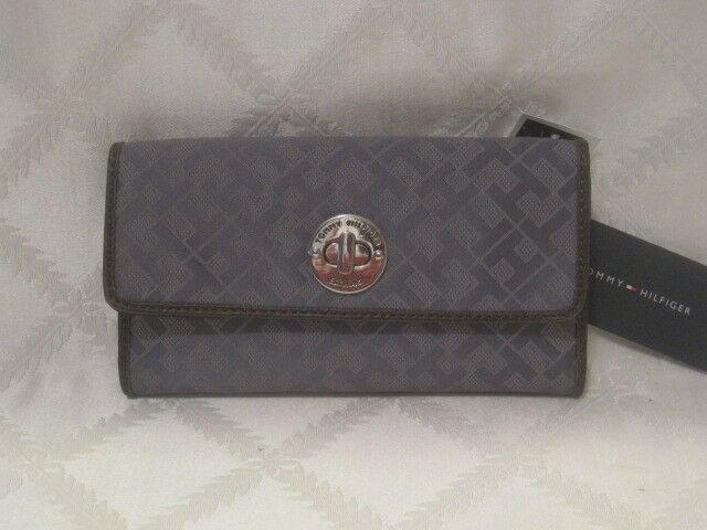 NWT TOMMY HILFIGER GRAY SIGNATURE TRI-FOLD WALLET AND CHECKBOOK HOLDER