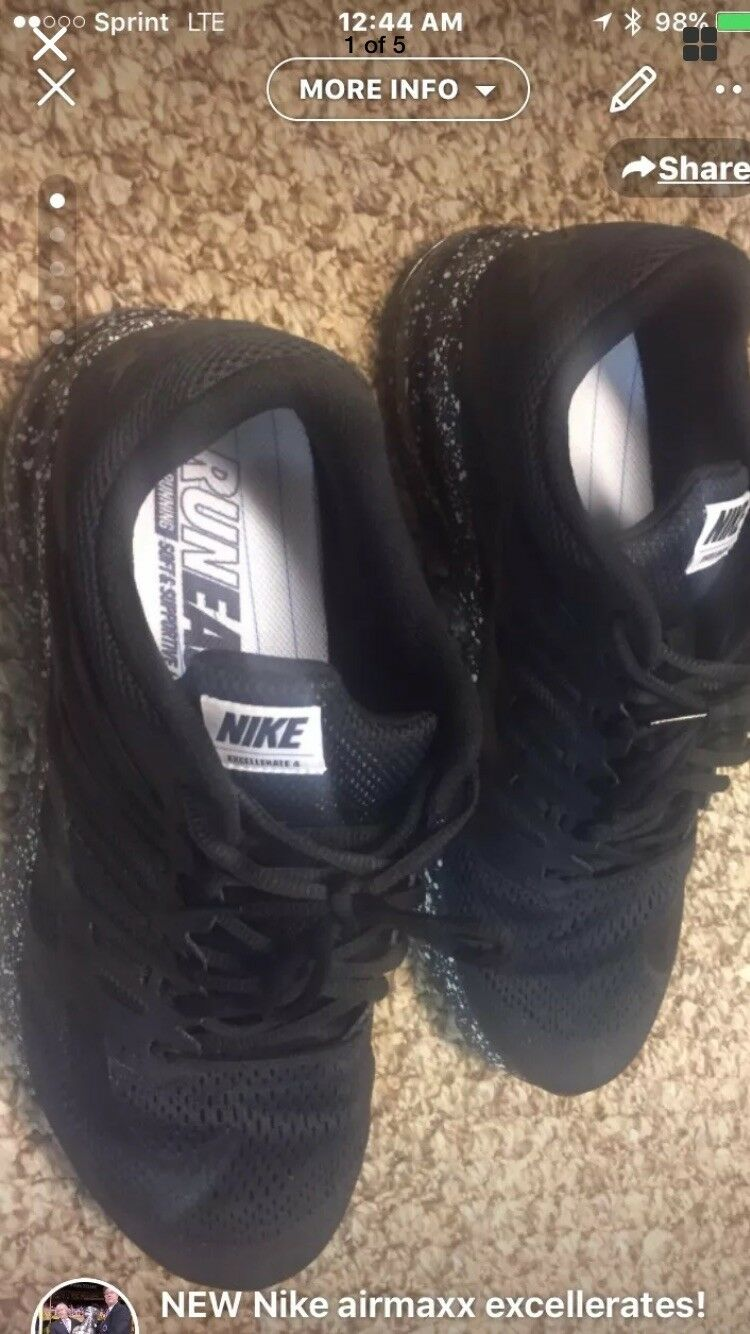 Sneakers Nike Air Maxx Accelerates. Mens Regular Cut Men's Size 12 Regular Fit