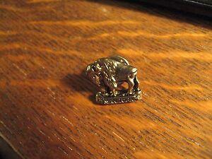 Manitoba-Canada-Pin-Vintage-Canadian-Buffalo-Bison-Souvenir-Gold-Lapel-Hat-Pin