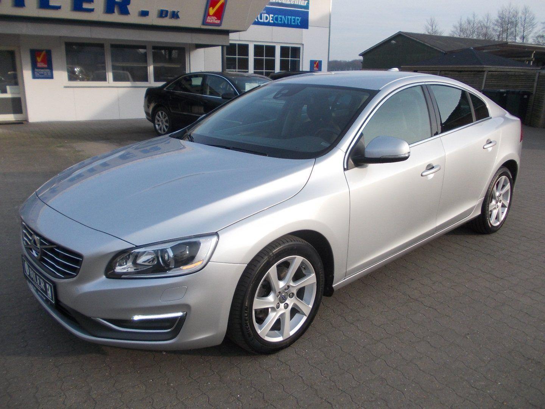Volvo S60 2,0 D3 136 Momentum 4d - 228.000 kr.