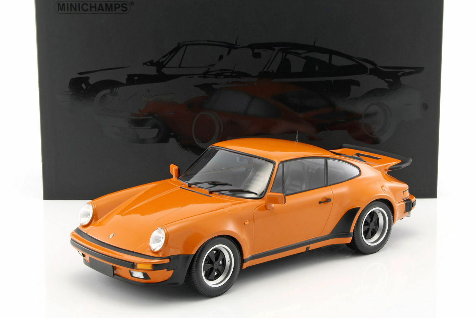 MINICHAMPS 1977 Porsche 911 Turbo arancia Met 1 12 Large Car New LE 100pcs
