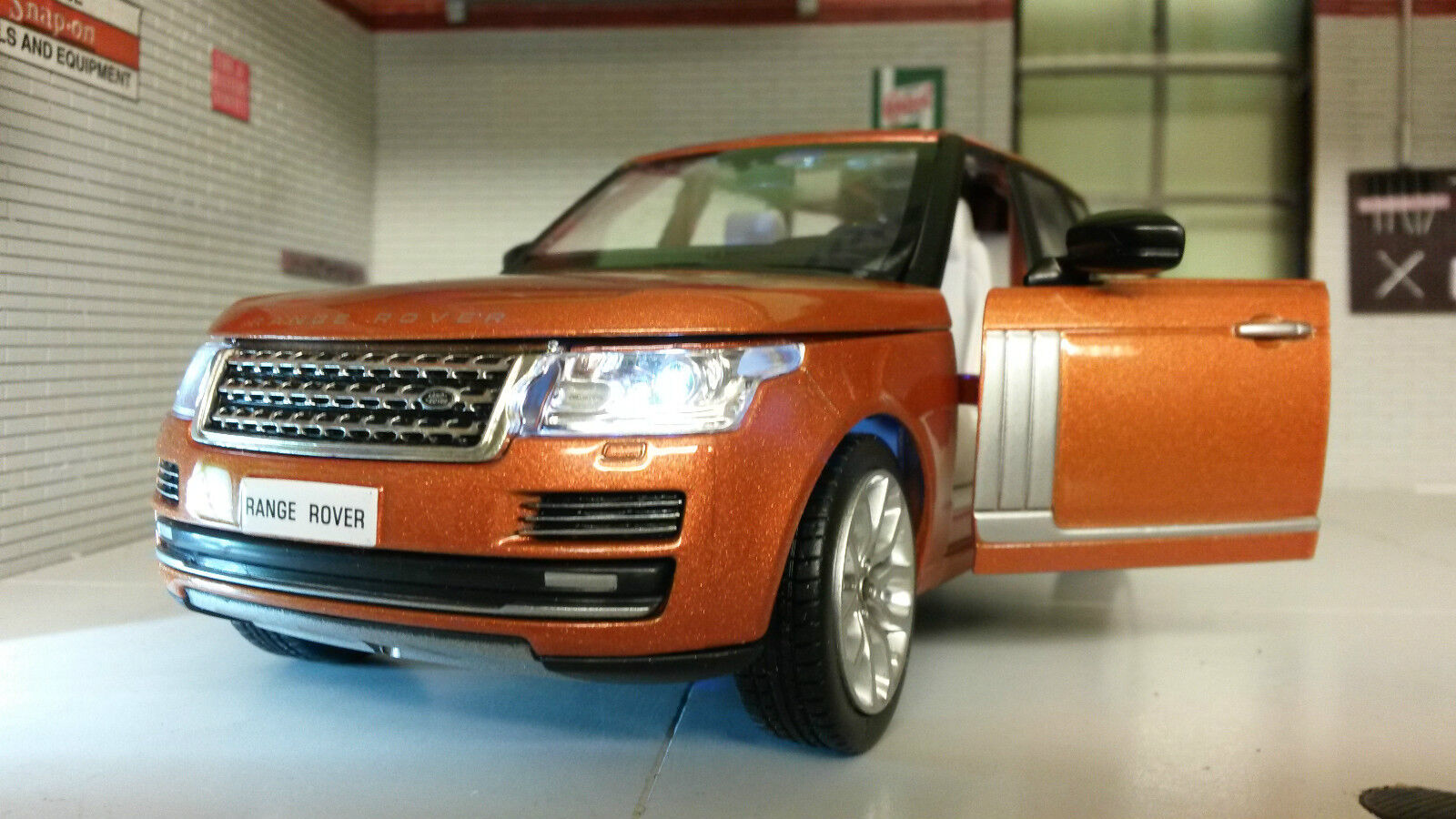 1 24 26 Range Rover L405 TD6 4.4 V8 HSE Phoenix orange MSZ Diecast Model Lights
