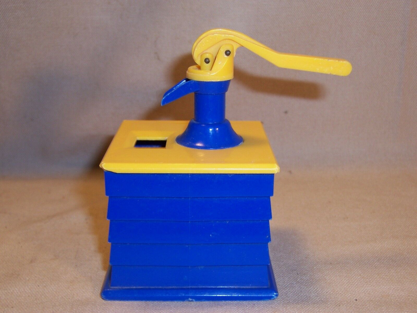 Ideal Toys Vintage water water water well hand pump yellow bluee miniture plactic toy rare c84cf1