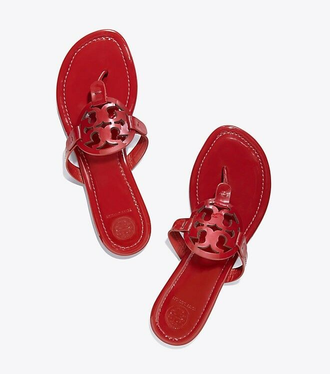 NIB Tory Burch Miller Miller Miller Medallion Patent Leather Flat Thong Sandals Dark Redstone db3175