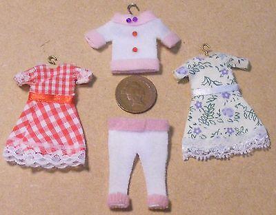 1:12 Scala 4 Pezzi Di Ragazze Abbigliamento Per Visualizzare Solo In Miniatura Casa Delle Bambole-mostra Il Titolo Originale