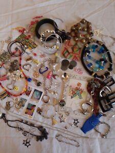 gros lot de bijoux vintage et fantaisie,fond de tiroir, bouton, perles...