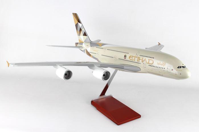Skr8507 skymarks Etihad A380 1  100 W  Cochepintería y modelo de engranaje