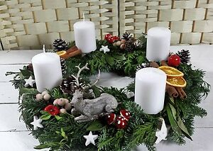 adventskranz mischgr n frisch 45cm hirsch adventsgesteck. Black Bedroom Furniture Sets. Home Design Ideas