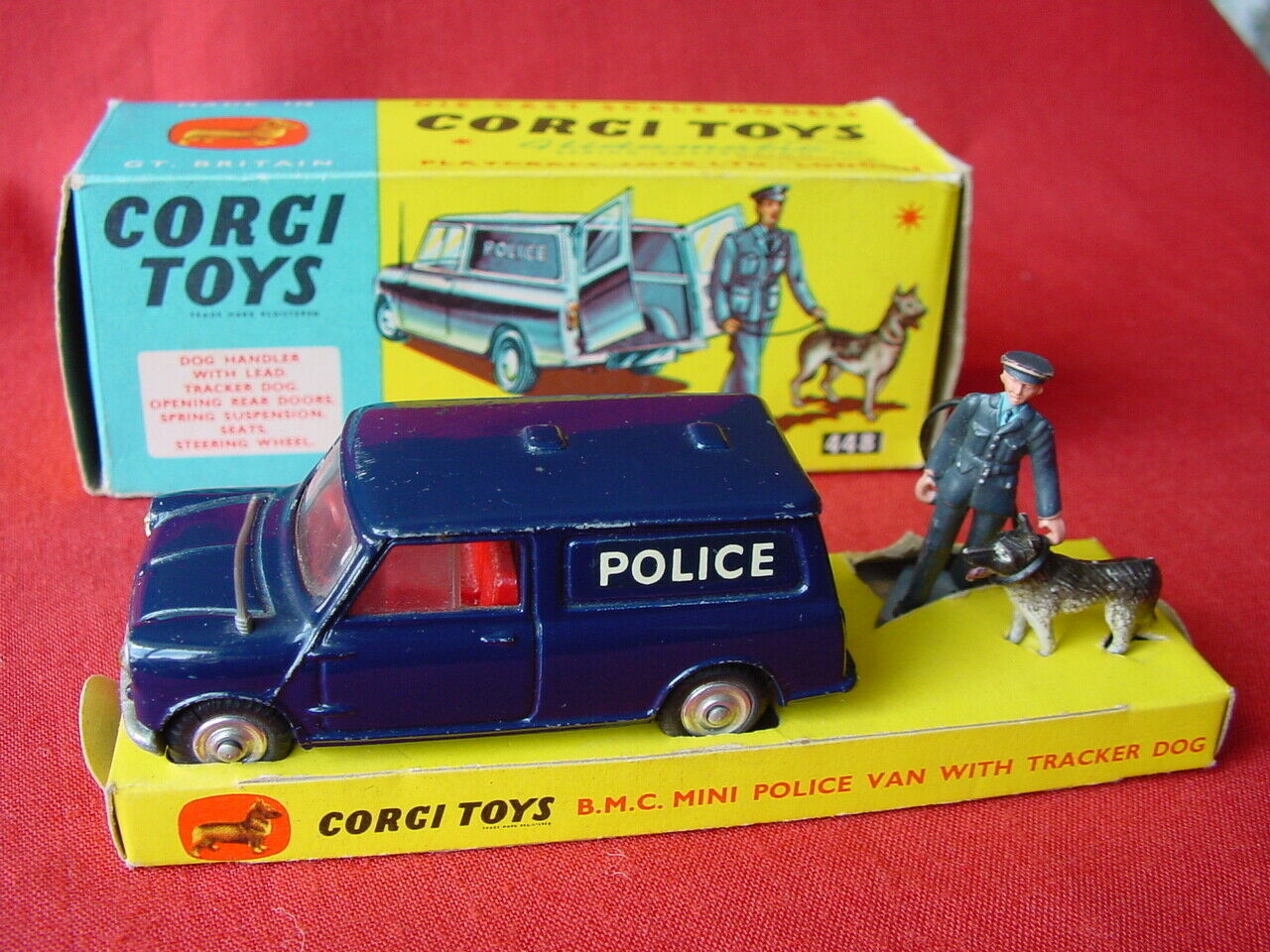 Corgi  448 BMC mini police van avec figurines - 100% Original 1964 (voir mes objets)  design unique