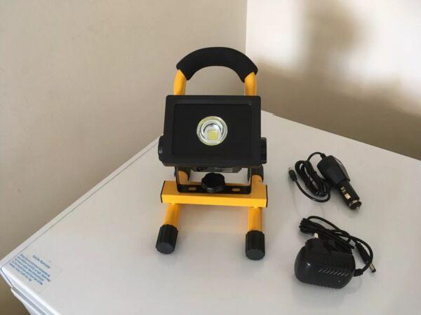 10 Watt Luce Lavoro Ricaricabile 600 Lumen 240v Heavy Duty Attivando La Circolazione Sanguigna E Rafforzando I Tendini E Le Ossa