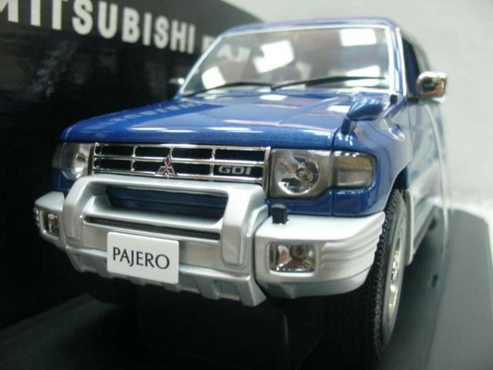 Wow extrêmement rare Mitsubishi Pajero SUV LWB 4x4 RHD 1998 bleu 1 18 Auto Art